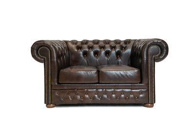 Chesterfield Canapé First Class 2-places Cloudy Brun Dark | Garantie de 12 ans